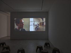 Nonviolent Civil Disobedience Training (Dancers), 2004, Video Doppelprojektion, 17:29 min, Farbe, Ton Foto: Achim Kukulies